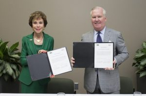 USF President Genshaft and City of Tampa Buckhorn at memorandum of understanding signing